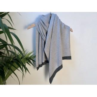 Grey scarf by Géraldine...