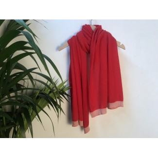 Red scarf by Géraldine...
