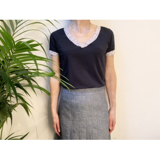 Navy top with V-neck Shirley